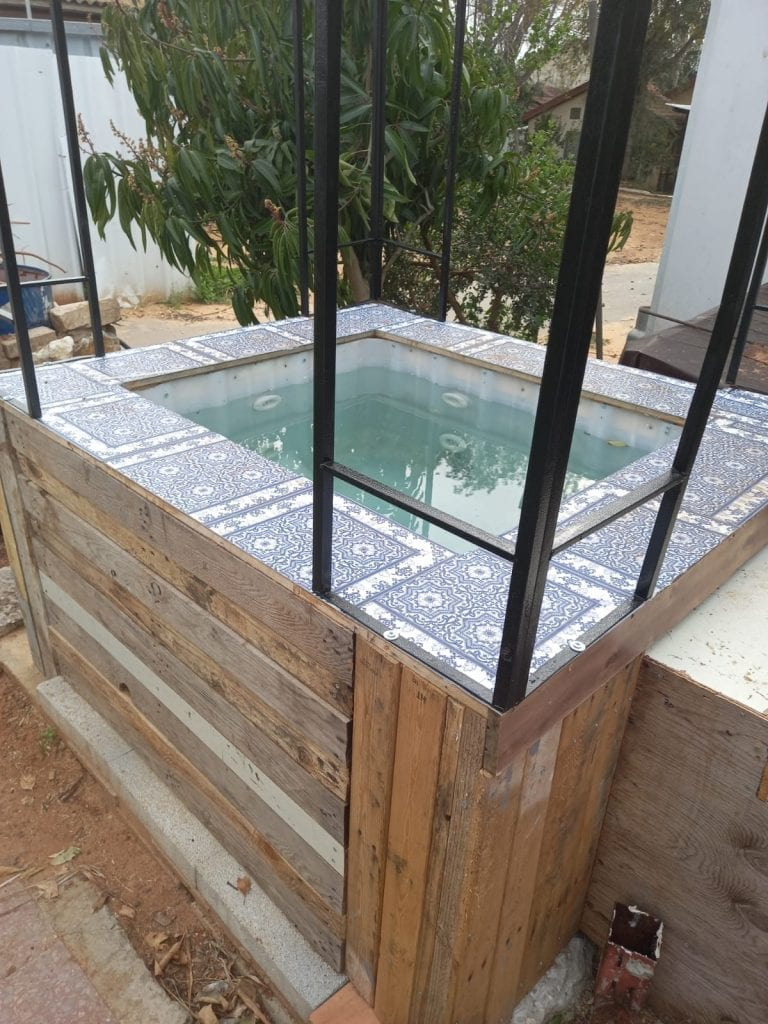 IBTL WaterTank Hot Tub
